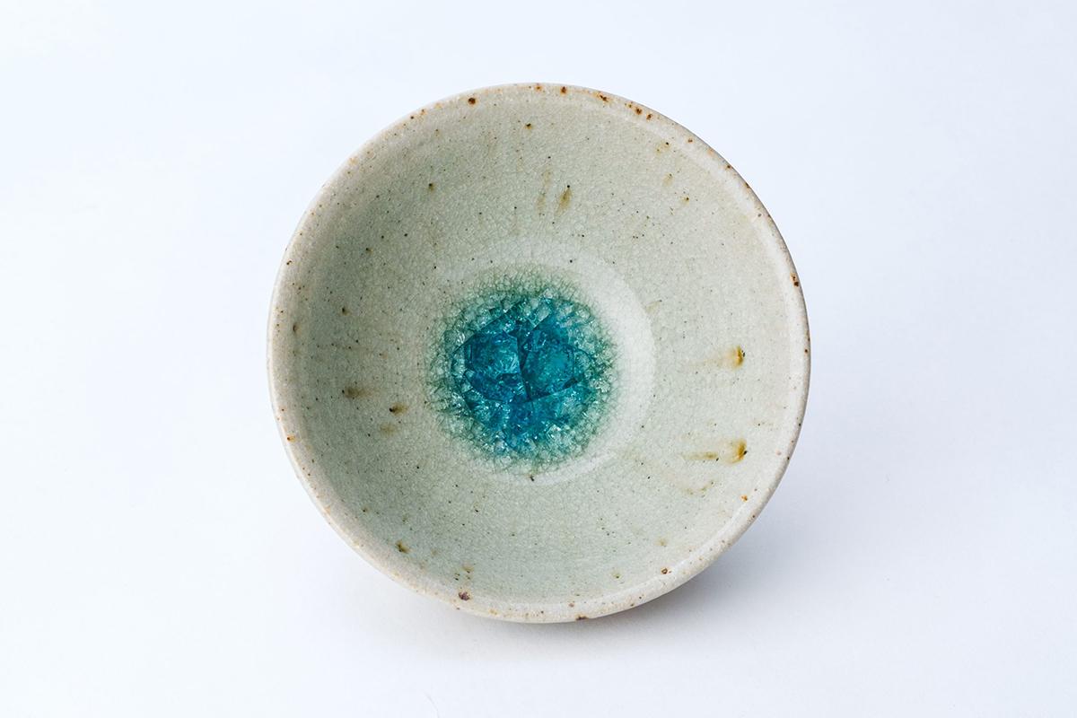 お取り寄せの品① 透き通る青。小田原の陶芸家、鈴木隆氏の「蜜柑灰釉の茶碗」