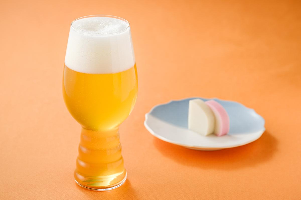 オレンジの皮を丁寧に手作業でむいて、雑味のないビールに